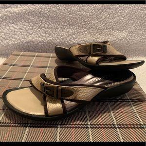 Small wedge heel sandals